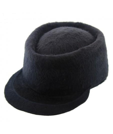 mw2b-jennifer-ouellette-beaver-cap