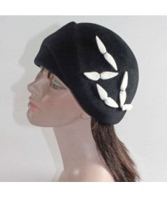 HT685 Black Beret with Off White birds vintage style